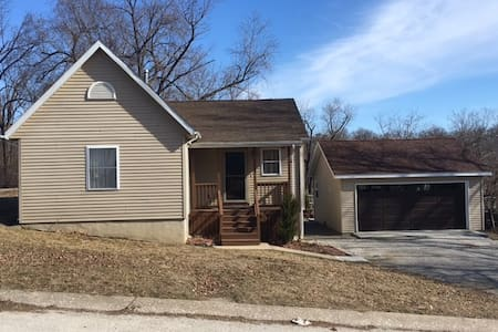 Complete 2 Bedroom House in mid-town Hannibal. - Hannibal - Hus
