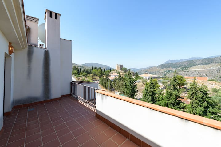 Townhouse with views over the old town & mountains - Vélez de Benaudalla - Haus