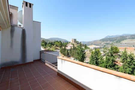 Townhouse with views over the old town & mountains - Vélez de Benaudalla