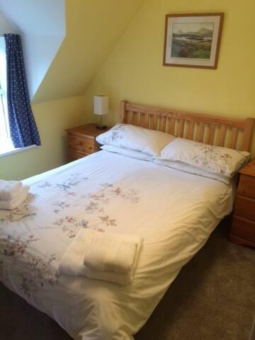 Broomvale - Room 1