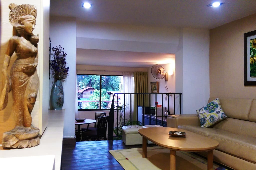 Lower Level Living Area with cable TV