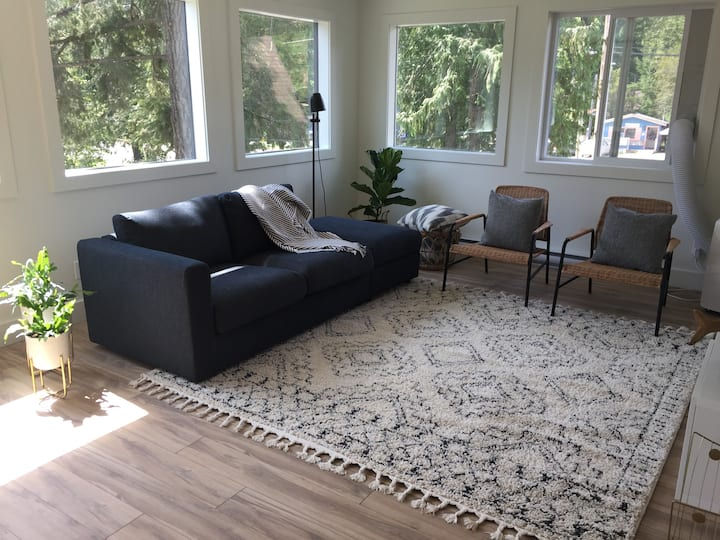 Heart of Crawford Bay! South Suite - 1 Bedroom