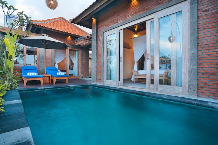 Ipian 2BR  Hidden Oasis with Private Pool