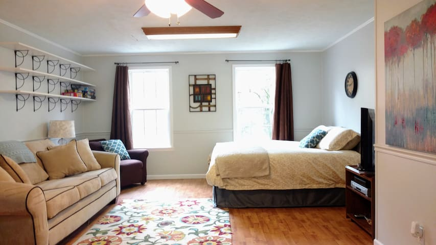 Gameday studio, close to campus! - Auburn - House