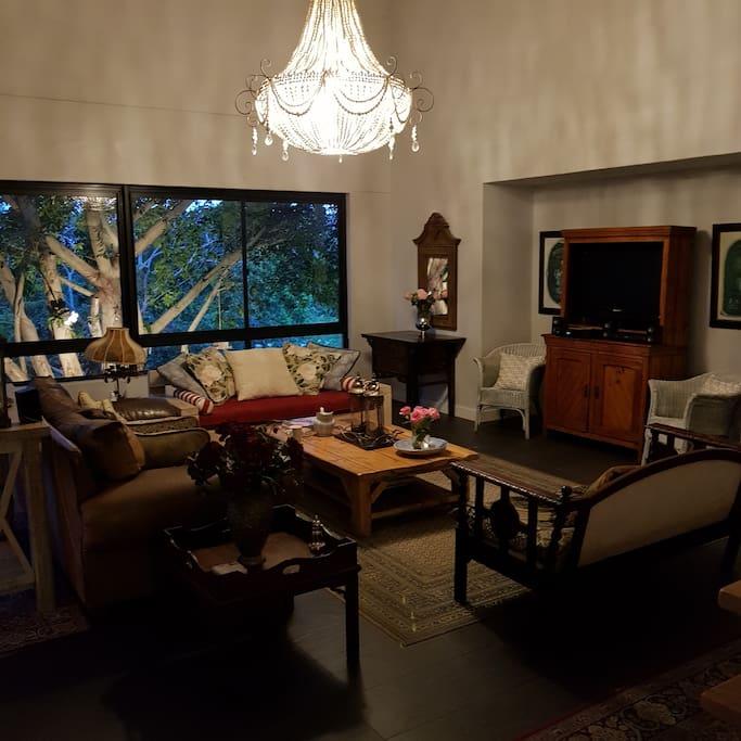 Open plan lounge area - dstv + fibre