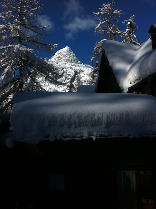esterno Chalet con neve
