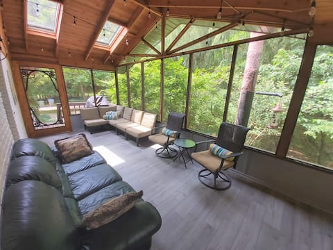 Large, 5 bdrm family cottage in Southcott Pines