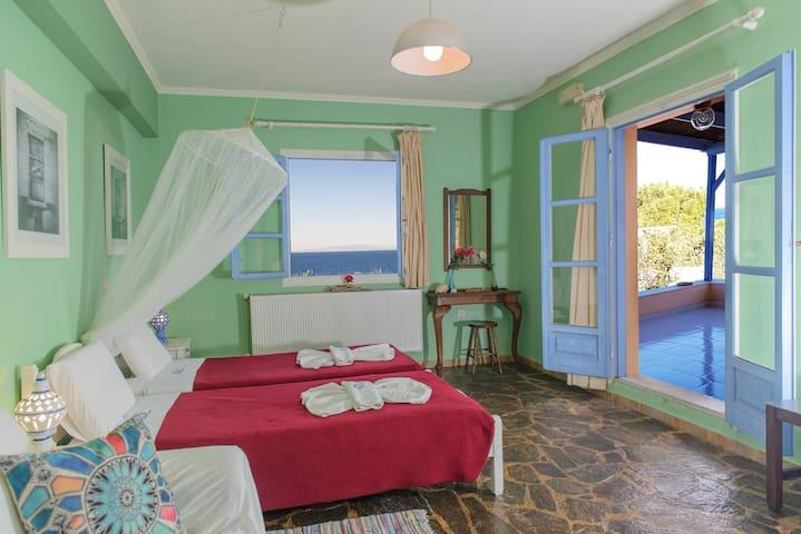 Seaside Ocea Retreat | Studio - Flora