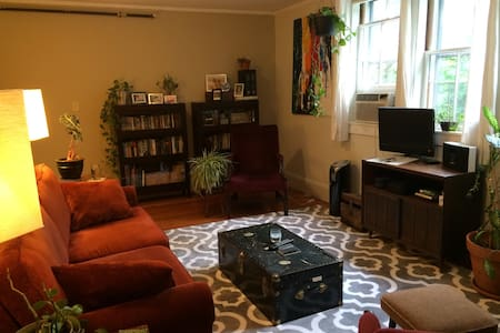 Charming Noho Apt with Lots of Comforts - Northampton - Wohnung