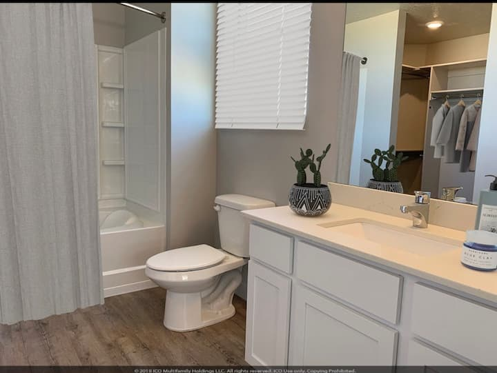 1 Bed,Private with walk-in bathroom in shared Apt