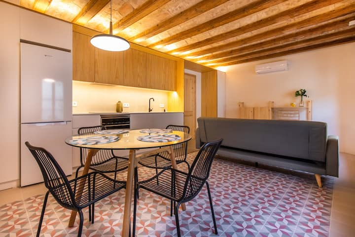 CHEERFUL APARTMENT IN THE CENTER OF BARCELONA
