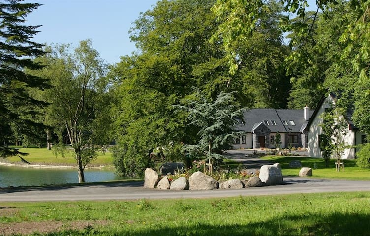 Mount Falcon, Lakeside Lodges, Ballina, Co.Mayo - 3 Bed - Sleeps 6 - Ballina - Hus