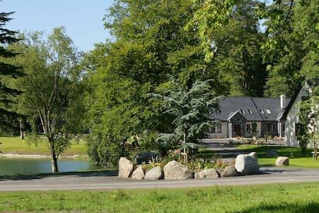 Mount Falcon, Lakeside Lodges, Ballina, Co.Mayo - 3 Bed - Sleeps 6 - Ballina - บ้าน