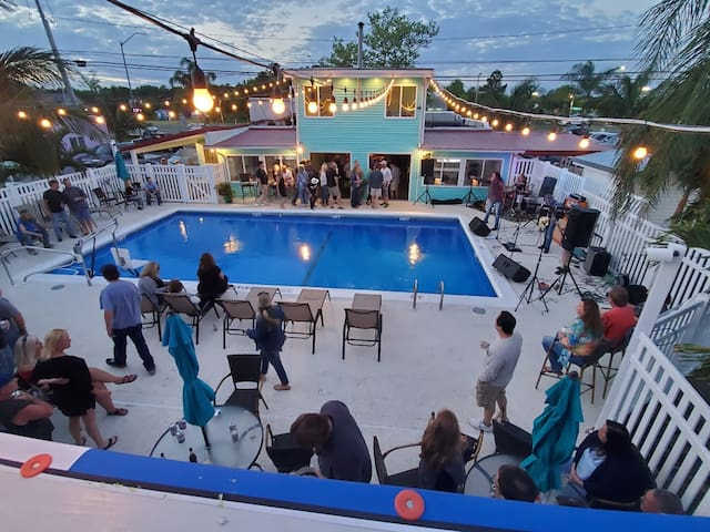 Alamo Caribbean themed Weekly Rentals
