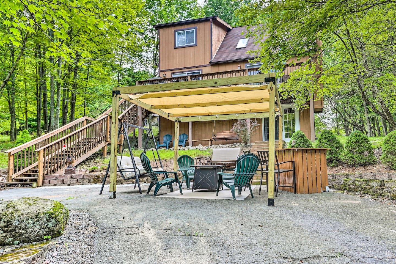 Break away to this Poconos vacation rental cabin!