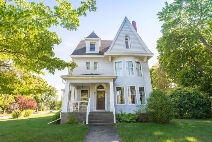 Historic Victorian Vacation Home-The Blacker House