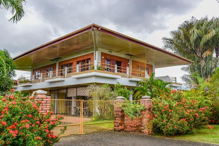 Geriefelijke,benedenwoning in Paramaribo Noord
