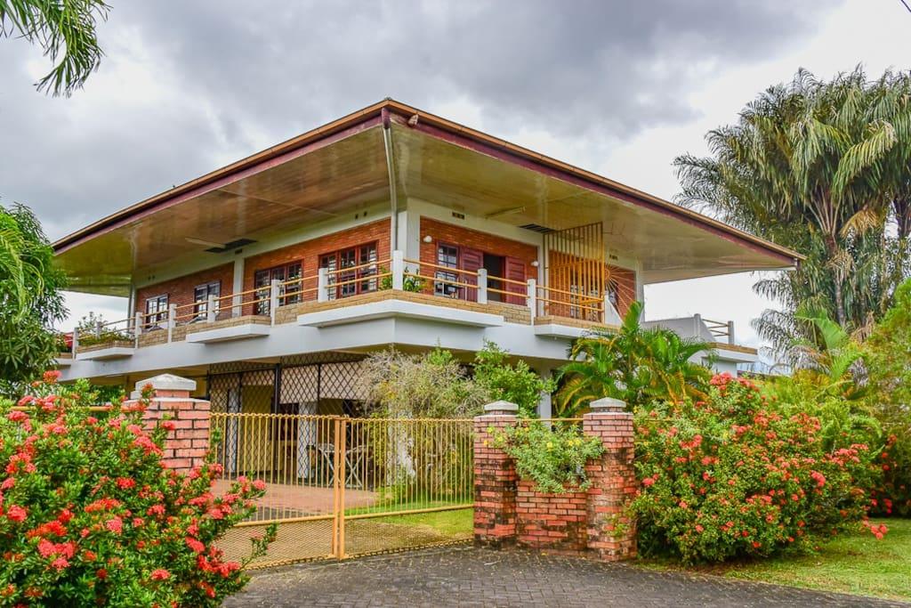 Geriefelijke,benedenwoning in Paramaribo Noord - Appartementen te Huur in Paramaribo, Paramaribo District, Suriname