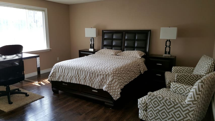 Clean Master bedroom w/Private bath - Pasadena - Haus
