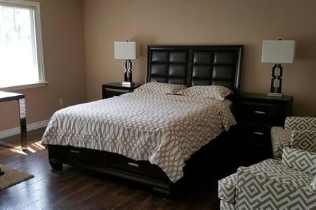 Clean Master bedroom w/Private bath - Pasadena