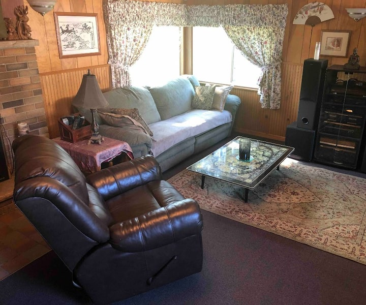 Comfortable Home with Eastern Flair