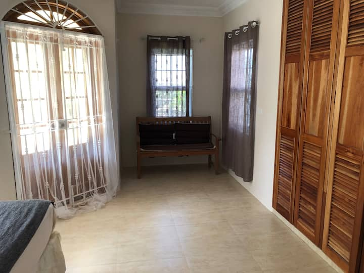 Stunning 2-Bed Apartment in Montego Bay