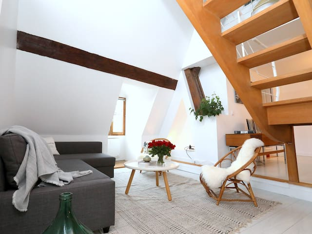 Folk Loft! Bright, 120sqm, heart of the old town!