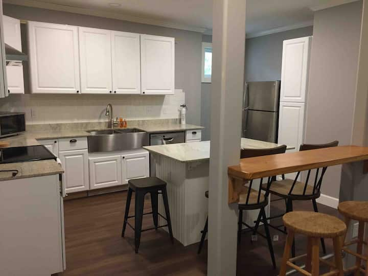 Modern Farmhouse Apartment in Alvin Downtown.