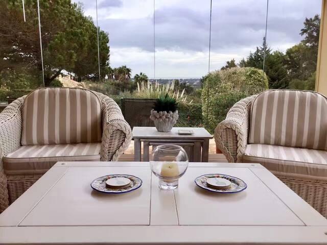 Villa with sea view + swimming pool in Sotogrande