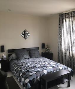 Chambre privée dans maison, séjour long ou court
