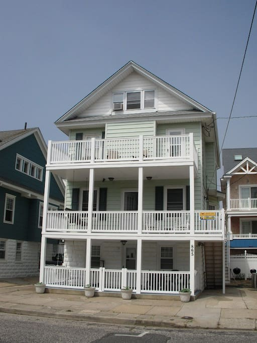 Here is the classic, yet updated, Ocean City upper cottage.