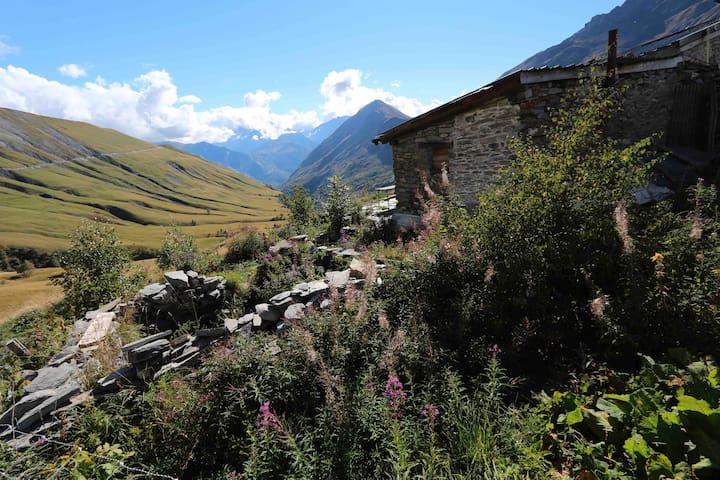 Chalet d'alpage en Oisans, refuge du bout du monde