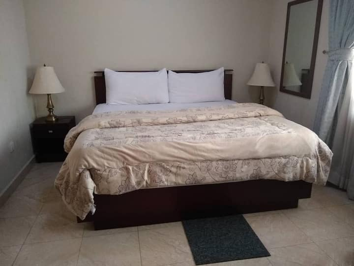 LizGat Hotel/ Guesthouse