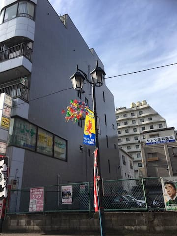 离地铁站1分钟!电梯公寓!提供三套独立2室一厅公寓!浅草、银座、天空树、上野、迪斯尼直达!周边繁华!