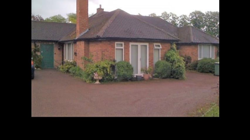 Room in Beautiful Family Home - Wolverhampton - Hus