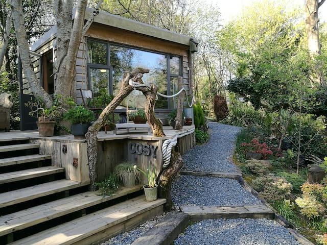Cozy chalet in woodland garden - Mawla - Chalet
