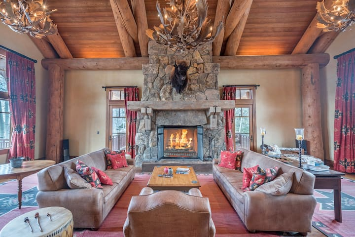 Impressive & Luxurious Mountain Retreat with an Indoor Swimming Pool, Fully-Appointed Chef`s Kitchen, and Incredible Views