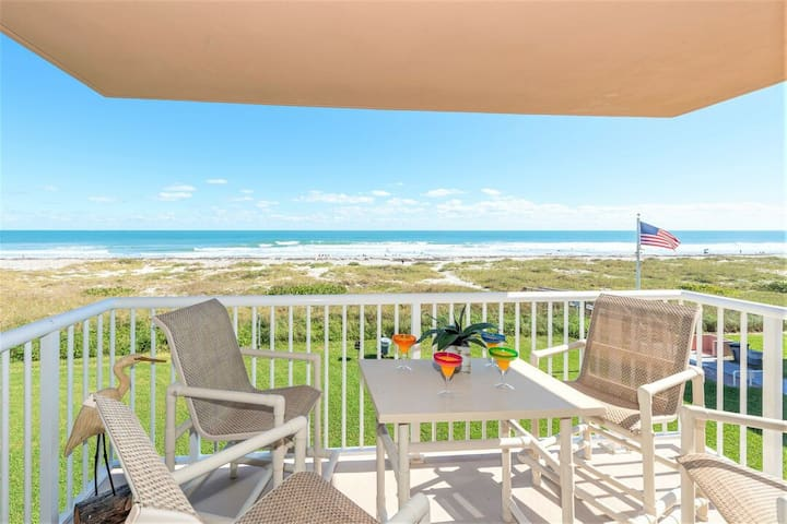 ★Oceanfront Oasis w/2 Balconies & Steps to Downtown★