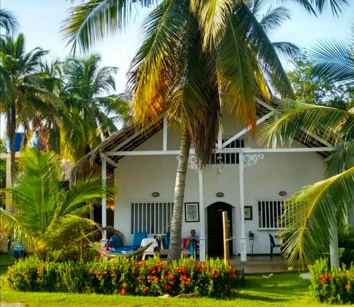 Excelente Cabaña ubicada a 60 metros de la playa.