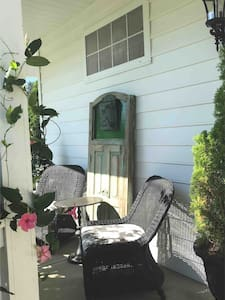 Westerville, OH Artsy & Upscale Two bedroom Suite