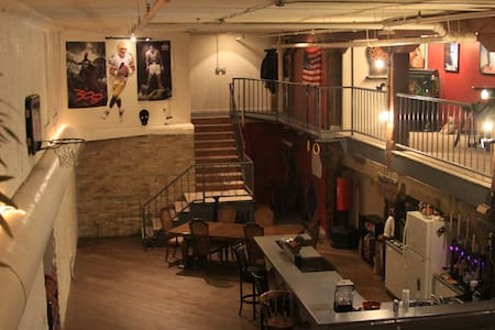 Perfect place for larger groups to stay!! - Milwaukee - Loft