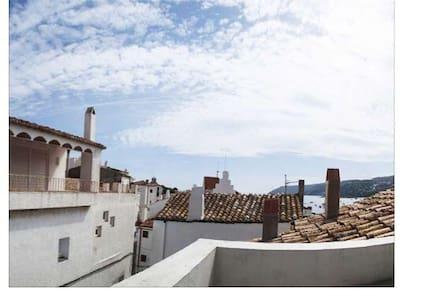 Casa de pueblo totalmente reformada - Cadaqués - Hus