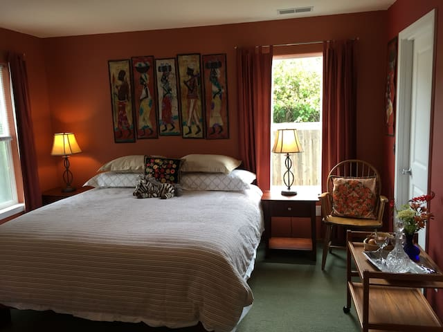 Intimate Garden Retreat (12% tax included) - Arcata - Casa