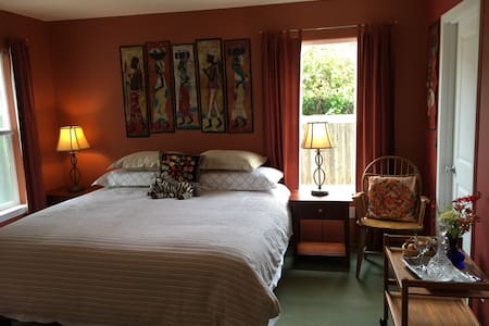 Intimate Garden Retreat (tax included) - Arcata - Casa
