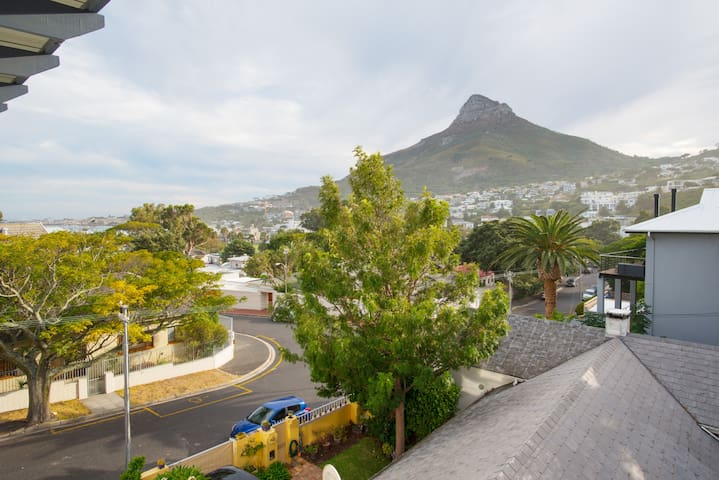 Camps Bay Village (Central Dr)
