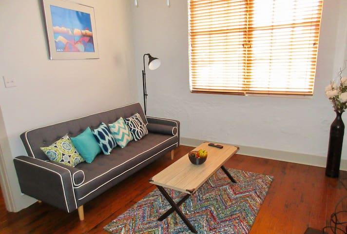 Cozy 1 bedroom condo in the heart of Nola!