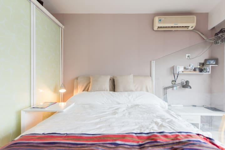 钱塘江岸一位行走世界的男生自己改造的现代版单身公寓 - Hangzhou - Apartment