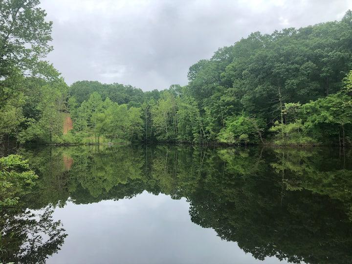 Lakefront escape to quiet paradise