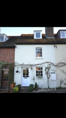 Cosy, tranquil double room near local amenities - Kent - House