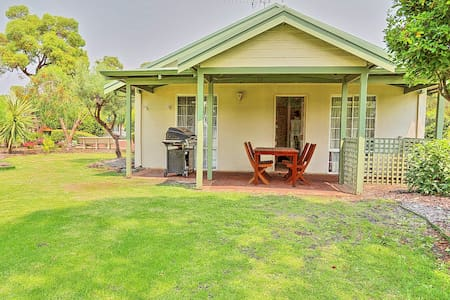 Lovely 2 bedroom chaley in  Swan Valley - Henley Brook